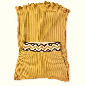 Like new Lucy & Laurel pleated maxi skirt chevron